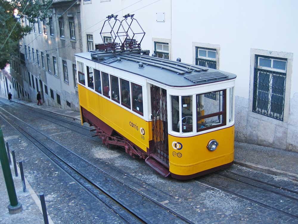 Lissabonner Straßenbahn am Abend, 2007