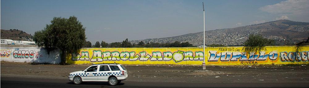Auto am Stadtrand von Mexico City